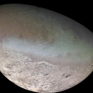 "<h1>PIA00317:  Global Color Mosaic of Triton</h1><div class=""PIA00317"" lang=""en"" style=""width:800px;text-align:left;margin:auto;background-color:#000;padding:10px;max-height:150px;overflow:auto;"">Global color mosaic of Triton, taken in 1989 by Voyager 2 during its flyby of the Neptune system. Color was synthesized by combining high-resolution images taken through orange, violet, and ultraviolet filters; these images were displayed as red, green, and blue images and combined to create this color version. With a radius of 1,350 (839 mi), about 22% smaller than Earth's moon, Triton is by far the largest satellite of Neptune. It is one of only three objects in the Solar System known to have a nitrogen-dominated atmosphere (the others are Earth and Saturn's giant moon, Titan). Triton has the coldest surface known anywhere in the Solar System (38 K, about -391 degrees Fahrenheit); it is so cold that most of Triton's nitrogen is condensed as frost, making it the only satellite in the Solar System known to have a surface made mainly of nitrogen ice. The pinkish deposits constitute a vast south polar cap believed to contain methane ice, which would have reacted under sunlight to form pink or red compounds. The dark streaks overlying these pink ices are believed to be an icy and perhaps carbonaceous dust deposited from huge geyser-like plumes, some of which were found to be active during the Voyager 2 flyby. The bluish-green band visible in this image extends all the way around Triton near the equator; it may consist of relatively fresh nitrogen frost deposits. The greenish areas includes what is called the cantaloupe terrain, whose origin is unknown, and a set of ""cryovolcanic"" landscapes apparently produced by icy-cold liquids (now frozen) erupted from Triton's interior.<br /><br /><a href=""http://photojournal.jpl.nasa.gov/catalog/PIA00317"" onclick=""window.open(this.href); return false;"" title=""Voir l'image 	 PIA00317:  Global Color Mosaic of Triton	  sur le site de la NASA"">Voir l'image 	 PIA00317:  Global Color Mosaic of Triton	  sur le site de la NASA.</a></div>"