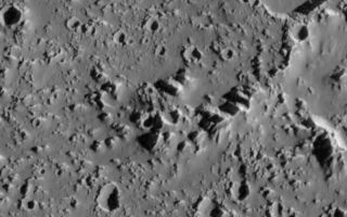 "<h1>PIA01095:  Landslides on Callisto</h1><div class=""PIA01095"" lang=""en"" style=""width:800px;text-align:left;margin:auto;background-color:#000;padding:10px;max-height:150px;overflow:auto;"">Recent Galileo images of the surface of Jupiter's moon Callisto have revealed large landslide deposits within two large impact craters seen in the right side of this image. The two landslides are about 3 to 3.5 kilometers (1.8 to 2.1 miles) in length. They occurred when material from the crater wall failed under the influence of gravity, perhaps aided by seismic disturbances from nearby impacts. These deposits are interesting because they traveled several kilometers from the crater wall in the absence of an atmosphere or other fluids which might have lubricated the flow. This could indicate that the surface material on Callisto is very fine-grained, and perhaps is being ""fluffed"" by electrostatic forces which allowed the landslide debris to flow extended distances in the absence of an atmosphere.<p>This image was acquired on September 16th, 1997 by the Solid State Imaging (CCD) system on NASA's Galileo spacecraft, during the spacecraft's tenth orbit around Jupiter. North is to the top of the image, with the sun illuminating the scene from the right. The center of this image is located near 25.3 degrees north latitude, 141.3 degrees west longitude. The image, which is 55 kilometers (33 miles) by 44 kilometers (26 miles) across, was acquired at a resolution of 100 meters per picture element.<p>The Jet Propulsion Laboratory, Pasadena, CA manages the Galileo mission for NASA's Office of Space Science, Washington, DC. JPL is an operating division of California Institute of Technology (Caltech).<p>This image and other images and data received from Galileo are posted on the World Wide Web, on the Galileo mission home page at URL http://galileo.jpl.nasa.gov.<br /><br /><a href=""http://photojournal.jpl.nasa.gov/catalog/PIA01095"" onclick=""window.open(this.href); return false;"" title=""Voir l'image 	 PIA01095:  Landslides on Callisto	  sur le site de la NASA"">Voir l'image 	 PIA01095:  Landslides on Callisto	  sur le site de la NASA.</a></div>"