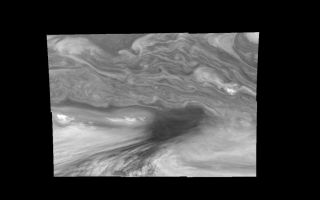 "<h1>PIA01209:  Jupiter's Equatorial Region in the Near-Infrared (Time set 4)</h1><div class=""PIA01209"" lang=""en"" style=""width:800px;text-align:left;margin:auto;background-color:#000;padding:10px;max-height:150px;overflow:auto;"">Mosaic of Jupiter's equatorial region at 756 nanometers (nm). The mosaic covers an area of 34,000 kilometers by 22,000 kilometers. The near-infrared continuum filter shows the features of Jupiter's main visible cloud deck. The dark region near the center of the mosaic is an equatorial ""hotspot"" similar to the Galileo Probe entry site. These features are holes in the bright, reflective, equatorial cloud layer where warmer thermal emission from Jupiter's deep atmosphere can pass through. The circulation patterns observed here along with the composition measurements from the Galileo Probe suggest that dry air may be converging and sinking over these regions, maintaining their cloud-free appearance. The bright oval in the upper right of the mosaic as well as the other smaller bright features are examples of upwelling of moist air and condensation.<p>North is at the top. The mosaic covers latitudes 1 to 19 degrees and is centered at longitude 336 degrees West. The smallest resolved features are tens of kilometers in size. These images were taken on December 17, 1996, at a range of 1.5 million kilometers by the Solid State Imaging system aboard NASA's Galileo spacecraft.<p>The Jet Propulsion Laboratory, Pasadena, CA manages the mission for NASA's Office of Space Science, Washington, DC.<p>This image and other images and data received from Galileo are posted on the World Wide Web, on the Galileo mission home page at URL http://galileo.jpl.nasa.gov. Background information and educational context for the images can be found at <a href=""http://www2.jpl.nasa.gov/galileo/sepo/"" target=""_blank"">http://www.jpl.nasa.gov/galileo/sepo</a>..<br /><br /><a href=""http://photojournal.jpl.nasa.gov/catalog/PIA01209"" onclick=""window.open(this.href); return false;"" title=""Voir l'image 	 PIA01209:  Jupiter's Equatorial Region in the Near-Infrared (Time set 4)	  sur le site de la NASA"">Voir l'image 	 PIA01209:  Jupiter's Equatorial Region in the Near-Infrared (Time set 4)	  sur le site de la NASA.</a></div>"