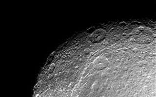 "<h1>PIA06156:  Dione Close-up</h1><div class=""PIA06156"" lang=""en"" style=""width:800px;text-align:left;margin:auto;background-color:#000;padding:10px;max-height:150px;overflow:auto;""><p>This incredible, high resolution view of Saturn's moon Dione was taken during Cassini's first close approach to the icy moon on Dec. 14, 2004. The view shows linear, curving features within the region of the bright wispy terrain Dione is known for.</p><p>The image was obtained in visible light with the Cassini spacecraft narrow angle camera at a distance of approximately 156,000 kilometers (97,000 miles) from Dione. The Sun-Dione-spacecraft, or phase, angle is 34 degrees. The image scale is about 1 kilometer (0.6 miles) per pixel.</p><p>The Cassini-Huygens mission is a cooperative project of NASA, the European Space Agency and the Italian Space Agency. The Jet Propulsion Laboratory, a division of the California Institute of Technology in Pasadena, manages the mission for NASA's Science Mission Directorate, Washington, D.C. The Cassini orbiter and its two onboard cameras were designed, developed and assembled at JPL. The imaging team is based at the Space Science Institute, Boulder, Colo.</p><p>For more information, about the Cassini-Huygens mission visit, <a href=""http://saturn.jpl.nasa.gov/"">http://saturn.jpl.nasa.gov</a> and the Cassini imaging team home page, <a href=""http://ciclops.org/"">http://ciclops.org</a>.</p><br /><br /><a href=""http://photojournal.jpl.nasa.gov/catalog/PIA06156"" onclick=""window.open(this.href); return false;"" title=""Voir l'image 	 PIA06156:  Dione Close-up	  sur le site de la NASA"">Voir l'image 	 PIA06156:  Dione Close-up	  sur le site de la NASA.</a></div>"