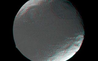"<h1>PIA06169:  Iapetus in 3D</h1><div class=""PIA06169"" lang=""en"" style=""width:749px;text-align:left;margin:auto;background-color:#000;padding:10px;max-height:150px;overflow:auto;""><p>This stereo view of Iapetus was created by combining two Cassini images, which were taken one day apart. The view serves mainly to show the spherical shape of Iapetus and some of the moon's topography.</p><p>The prominent linear ridge in the center of the dark area -- a place known as Cassini Regio -- marks the equator quite closely. The ridge was first discovered in this set of images and was seen at higher resolution in images taken during Cassini's flyby of Iapetus on New Year's Eve 2004. Some Cassini imaging scientists have suggested that the ridge may have a causal relationship to the dark material that coats the moon's leading hemisphere. The mountain on the left is part of the ridge, and rises at least 13 kilometers (8 miles) above the surrounding terrain. </p><p>The large basin near the terminator (at upper right) was detected in Cassini images from July and has a diameter of about 550 kilometers (340 miles). The large basin at upper left was newly detected in these images. The crater at far right (within the bright terrain) was known from the days of NASA's Voyager missions.</p><p>North on Iapetus is towards the upper left. The images were obtained in visible light with the Cassini spacecraft narrow angle camera on Dec. 26 and 27, 2004. Cassini's distance from Iapetus ranged from 880,537 to 716,678 kilometers (547,140 to 445,323 miles) between the two images, and the Sun-Iapetus-spacecraft, or phase, angle changed from 21 to 22 degrees. Resolution achieved in the original images was 5.2 and 4.3 kilometers (3.2 and 2.7 miles) per pixel, respectively. </p><p>The Cassini-Huygens mission is a cooperative project of NASA, the European Space Agency and the Italian Space Agency. The Jet Propulsion Laboratory, a division of the California Institute of Technology in Pasadena, manages the mission for NASA's Science Mission Directorate, Washington, D.C. The Cassini orbiter and its two onboard cameras were designed, developed and assembled at JPL. The imaging team is based at the Space Science Institute, Boulder, Colo.</p><p>For more information about the Cassini-Huygens mission visit <a href=""http://saturn.jpl.nasa.gov"">http://saturn.jpl.nasa.gov</a>. For images visit the Cassini imaging team home page <a href=""http://ciclops.org"">http://ciclops.org</a>.</p><br /><br /><a href=""http://photojournal.jpl.nasa.gov/catalog/PIA06169"" onclick=""window.open(this.href); return false;"" title=""Voir l'image 	 PIA06169:  Iapetus in 3D	  sur le site de la NASA"">Voir l'image 	 PIA06169:  Iapetus in 3D	  sur le site de la NASA.</a></div>"