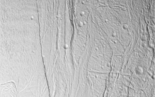 "<h1>PIA06213:  Stressed-out Enceladus</h1><div class=""PIA06213"" lang=""en"" style=""width:800px;text-align:left;margin:auto;background-color:#000;padding:10px;max-height:150px;overflow:auto;""><p>This image of Saturn's moon Enceladus shows a region of craters softened by time and torn apart by tectonic stresses. Fractures 100 to 400 meters (330 to 1,300 feet) in width crosscut the terrain: One set trends northeast-southwest and another trends northwest-southeast. North is up. A region of ""grooved terrain"" is visible on the left. A broad canyon, its floor partly concealed by shadow, is notable on the right.</p><p>The image was taken in visible light with Cassini's narrow-angle camera from a distance of about 25,700 kilometers (16,000 miles, red-colored image) and from Enceladus and at a Sun-Enceladus-spacecraft, or phase, angle of 46 degrees. Pixel scale is 150 meters (490 feet) per pixel. The image has been contrast-enhanced to aid visibility.</p><p>A stereo version of the scene is also available (see <a href=""/catalog/PIA06212"">PIA06212</a>). </p><p>The Cassini-Huygens mission is a cooperative project of NASA, the European Space Agency and the Italian Space Agency. The Jet Propulsion Laboratory, a division of the California Institute of Technology in Pasadena, manages the mission for NASA's Science Mission Directorate, Washington, D.C. The Cassini orbiter and its two onboard cameras were designed, developed and assembled at JPL. The imaging team is based at the Space Science Institute, Boulder, Colo.</p><p>For more information about the Cassini-Huygens mission, visit <a href=""http://saturn.jpl.nasa.gov"">http://saturn.jpl.nasa.gov</a> and the Cassini imaging team home page, <a href=""http://ciclops.org"">http://ciclops.org</a>.</p><br /><br /><a href=""http://photojournal.jpl.nasa.gov/catalog/PIA06213"" onclick=""window.open(this.href); return false;"" title=""Voir l'image 	 PIA06213:  Stressed-out Enceladus	  sur le site de la NASA"">Voir l'image 	 PIA06213:  Stressed-out Enceladus	  sur le site de la NASA.</a></div>"