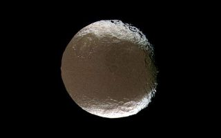 "<h1>PIA07766:  Iapetus Spins and Tilts</h1><div class=""PIA07766"" lang=""en"" style=""width:618px;text-align:left;margin:auto;background-color:#000;padding:10px;max-height:150px;overflow:auto;""><p><a href=""/archive/PIA07766.mov""></a><b><br />Click on image for Iapetus Spins and Tilts Movie</b></p><p>Saturn's two-faced moon tilts and rotates for Cassini in this mesmerizing movie sequence of images acquired during the spacecraft's close encounter with Iapetus on Nov. 12, 2005.</p><p>The encounter begins with Cassini about 850,000 kilometers (530,000 miles) from Iapetus. Cassini approached over the moon's northern hemisphere, allowing for excellent full views of a 575-kilometer-wide (360-mile) impact basin in northeastern Cassini Regio. Astronomer Giovanni Cassini discovered the light and dark faces of Iapetus' two hemispheres (among his other Saturn discoveries), and the dark region. The spacecraft also bears his name.</p><p>Also prominent in these images is a 380-kilometer-wide (235-mile) basin to the northwest of the larger basin, in the transition zone between Cassini Regio and a brighter region called Roncevaux Terra, with its 150-kilometer-wide (95-mile) crater Roland (at the top, with a prominent central peak).</p><p>The movie takes Cassini to its closest approach, at about 415,000 kilometers (260,000 miles) from Iapetus, and then looks back at the moon's receding crescent. The sequence ends with Cassini at a distance of about 460,000 kilometers (285,000 miles) from the moon.</p><p>Iapetus is 1,468 kilometers (912 miles) across.</p><p>Images taken using ultraviolet, green and infrared spectral filters with the Cassini spacecraft narrow-angle camera were combined to create false-color frames for this movie. The color seen here is similar to that produced in (red, green and blue) natural color views. Resolution in the original images taken at closest approach to Iapetus was about 3 kilometers (2 miles) per pixel. The color frames were resized to create the movie. </p><p>The Cassini-Huygens mission is a cooperative project of NASA, the European Space Agency and the Italian Space Agency. The Jet Propulsion Laboratory, a division of the California Institute of Technology in Pasadena, manages the mission for NASA's Science Mission Directorate, Washington, D.C. The Cassini orbiter and its two onboard cameras were designed, developed and assembled at JPL. The imaging operations center is based at the Space Science Institute in Boulder, Colo.</p></p>For more information about the Cassini-Huygens mission visit <a href=""http://saturn.jpl.nasa.gov"">http://saturn.jpl.nasa.gov</a>. The Cassini imaging team homepage is at <a href=""http://ciclops.org"">http://ciclops.org</a>.<br /><br /><a href=""http://photojournal.jpl.nasa.gov/catalog/PIA07766"" onclick=""window.open(this.href); return false;"" title=""Voir l'image 	 PIA07766:  Iapetus Spins and Tilts	  sur le site de la NASA"">Voir l'image 	 PIA07766:  Iapetus Spins and Tilts	  sur le site de la NASA.</a></div>"