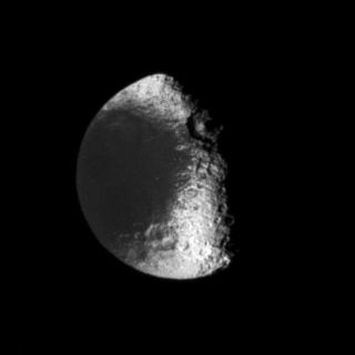 "<h1>PIA08125:  To the Relief of Iapetus</h1><div class=""PIA08125"" lang=""en"" style=""width:638px;text-align:left;margin:auto;background-color:#000;padding:10px;max-height:150px;overflow:auto;""><p>Sunlight strikes the terminator (the boundary between day and night) region on Saturn's moon Iapetus at nearly horizontal angles, making visible the vertical relief of many features.</p><p>This view is centered on terrain in the southern hemisphere of Iapetus (1,468 kilometers, or 912 miles across). Lit terrain visible here is on the moon's leading hemisphere. In this image, a large, central-peaked crater is notable at the boundary between the dark material in Cassini Regio and the brighter material on the trailing hemisphere.</p><p>The image was taken in visible light with the Cassini spacecraft narrow-angle camera on Jan. 22, 2006, at a distance of approximately 1.3 million kilometers (800,000 miles) from Iapetus and at a Sun-Iapetus-spacecraft, or phase, angle of 67 degrees. Resolution in the original image was 8 kilometers (5 miles) per pixel. The image has been magnified by a factor of two and contrast-enhanced to aid visibility.</p><p>The Cassini-Huygens mission is a cooperative project of NASA, the European Space Agency and the Italian Space Agency. The Jet Propulsion Laboratory, a division of the California Institute of Technology in Pasadena, manages the mission for NASA's Science Mission Directorate, Washington, D.C. The Cassini orbiter and its two onboard cameras were designed, developed and assembled at JPL. The imaging operations center is based at the Space Science Institute in Boulder, Colo.</p><p>For more information about the Cassini-Huygens mission visit <a href=""http://saturn.jpl.nasa.gov"">http://saturn.jpl.nasa.gov/home/index.cfm</a>. The Cassini imaging team homepage is at <a href=""http://ciclops.org"">http://ciclops.org</a>.</p><br /><br /><a href=""http://photojournal.jpl.nasa.gov/catalog/PIA08125"" onclick=""window.open(this.href); return false;"" title=""Voir l'image 	 PIA08125:  To the Relief of Iapetus	  sur le site de la NASA"">Voir l'image 	 PIA08125:  To the Relief of Iapetus	  sur le site de la NASA.</a></div>"