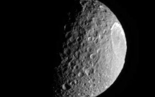"<h1>PIA08264:  Blasted Mimas</h1><div class=""PIA08264"" lang=""en"" style=""width:419px;text-align:left;margin:auto;background-color:#000;padding:10px;max-height:150px;overflow:auto;""><p>Mimas plows along in its orbit, its pockmarked surface in crisp relief. The bright, steep walls of the enormous crater, Herschel (130 kilometers, or 80 miles wide), gleam in the sunlight.</p><p>The lit terrain seen here is on the leading hemisphere of Mimas (397 kilometers, or 247 miles across). North is up.</p><p>The image was taken in visible light with the Cassini spacecraft narrow-angle camera on Aug. 16, 2006 at a distance of approximately 221,000 kilometers (137,000 miles) from Mimas and at a Sun-Mimas-spacecraft, or phase, angle of 80 degrees. Image scale is 1 kilometer (0.6 mile) per pixel.</p><p>The Cassini-Huygens mission is a cooperative project of NASA, the European Space Agency and the Italian Space Agency. The Jet Propulsion Laboratory, a division of the California Institute of Technology in Pasadena, manages the mission for NASA's Science Mission Directorate, Washington, D.C. The Cassini orbiter and its two onboard cameras were designed, developed and assembled at JPL. The imaging operations center is based at the Space Science Institute in Boulder, Colo.</p><p>For more information about the Cassini-Huygens mission visit <a href=""http://saturn.jpl.nasa.gov"">http://saturn.jpl.nasa.gov/home/index.cfm</a>. The Cassini imaging team homepage is at <a href=""http://ciclops.org"">http://ciclops.org</a>.</p><br /><br /><a href=""http://photojournal.jpl.nasa.gov/catalog/PIA08264"" onclick=""window.open(this.href); return false;"" title=""Voir l'image 	 PIA08264:  Blasted Mimas	  sur le site de la NASA"">Voir l'image 	 PIA08264:  Blasted Mimas	  sur le site de la NASA.</a></div>"
