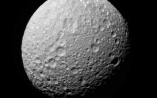 "<h1>PIA08842:  Multicolor Mimas (Monochrome View)</h1><div class=""PIA08842"" lang=""en"" style=""width:606px;text-align:left;margin:auto;background-color:#000;padding:10px;max-height:150px;overflow:auto;""><p>An extreme false-color view of Mimas shows color variation across the moon's surface (see <a href=""/catalog/PIA08841"">PIA08841</a>). The monochrome view, the clear filter image used for the color map, is presented here.</p><p>To create the false-color view, ultraviolet, green and infrared images were combined into a single picture that isolates and maps regional color differences. This ""color map"" was then superimposed onto a clear-filter image that preserves the relative brightness across the body.</p><p>The combination of color map and brightness image shows how colors vary across Mimas' surface, and in particular, between the terrain on the extreme right side of this view and the rest of the surface. The origin of the color differences is not yet understood, but may be caused by subtle differences in the surface composition between the two terrains.</p><p>The view is toward the southern hemisphere on the anti-Saturn side of Mimas (397 kilometers, or 247 miles across).</p><p>The images were taken with the Cassini spacecraft narrow-angle camera on Nov. 20, 2006 at a distance of approximately 150,000 kilometers (93,000 miles) from Mimas. Image scale is 898 meters (2,947 feet) per pixel.</p><p>The Cassini-Huygens mission is a cooperative project of NASA, the European Space Agency and the Italian Space Agency. The Jet Propulsion Laboratory, a division of the California Institute of Technology in Pasadena, manages the mission for NASA's Science Mission Directorate, Washington, D.C. The Cassini orbiter and its two onboard cameras were designed, developed and assembled at JPL. The imaging operations center is based at the Space Science Institute in Boulder, Colo.</p><p>For more information about the Cassini-Huygens mission visit <a href=""http://saturn.jpl.nasa.gov"">http://saturn.jpl.nasa.gov/home/index.cfm</a>. The Cassini imaging team homepage is at <a href=""http://ciclops.org"">http://ciclops.org</a>.</p><br /><br /><a href=""http://photojournal.jpl.nasa.gov/catalog/PIA08842"" onclick=""window.open(this.href); return false;"" title=""Voir l'image 	 PIA08842:  Multicolor Mimas (Monochrome View)	  sur le site de la NASA"">Voir l'image 	 PIA08842:  Multicolor Mimas (Monochrome View)	  sur le site de la NASA.</a></div>"