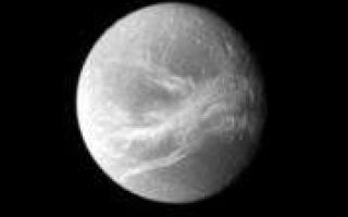 "<h1>PIA08978:  Dione's Good Side</h1><div class=""PIA08978"" lang=""en"" style=""width:177px;text-align:left;margin:auto;background-color:#000;padding:10px;max-height:150px;overflow:auto;""><p>Dione appears small and far off in this Cassini view, which nonetheless manages to capture a detailed look at the moon's beautiful bright streaks, or ""linea."" The linea are a system of braided canyons that cut across the moon's face.</p><p>North on Dione (1,126 kilometers, or 700 miles across) is up and rotated 28 degrees to the right.</p><p>The image was taken in visible light with the Cassini spacecraft narrow-angle camera on May 29, 2007. The view was obtained at a distance of approximately 1.8 million kilometers (1.1 million miles) from Dione and at a Sun-Dione-spacecraft, or phase, angle of 28 degrees. Image scale is 11 kilometers (7 miles) per pixel.</p><p>The Cassini-Huygens mission is a cooperative project of NASA, the European Space Agency and the Italian Space Agency. The Jet Propulsion Laboratory, a division of the California Institute of Technology in Pasadena, manages the mission for NASA's Science Mission Directorate, Washington, D.C. The Cassini orbiter and its two onboard cameras were designed, developed and assembled at JPL. The imaging operations center is based at the Space Science Institute in Boulder, Colo.</p><p>For more information about the Cassini-Huygens mission visit <a href=""http://saturn.jpl.nasa.gov"">http://saturn.jpl.nasa.gov/home/index.cfm</a>. The Cassini imaging team homepage is at <a href=""http://ciclops.org"">http://ciclops.org</a>.</p><br /><br /><a href=""http://photojournal.jpl.nasa.gov/catalog/PIA08978"" onclick=""window.open(this.href); return false;"" title=""Voir l'image 	 PIA08978:  Dione's Good Side	  sur le site de la NASA"">Voir l'image 	 PIA08978:  Dione's Good Side	  sur le site de la NASA.</a></div>"
