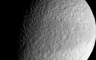 "<h1>PIA09766:  Dark Belt of Tethys</h1><div class=""PIA09766"" lang=""en"" style=""width:800px;text-align:left;margin:auto;background-color:#000;padding:10px;max-height:150px;overflow:auto;""><p>Around the equator on its leading side, Tethys wears a band of slightly darker surface material. Cassini imaging scientists suspect that the darkened region may represent an area of less contaminated ice with differently sized grains than the material at higher latitudes on either side of the band.</p><p>Lit terrain seen here is on the Saturn-facing side of Tethys (1071 kilometers, or 665 miles across). North is up. Part of the great canyon system Ithaca Chasma can be seen near the eastern limb in this frame-filling view.</p><p>The image was taken with the Cassini spacecraft narrow-angle camera on Sept. 30, 2007 using a spectral filter sensitive to wavelengths of infrared light centered at 930 nanometers. The view was acquired at a distance of approximately 186,000 kilometers (116,000 miles) from Tethys and at a Sun-Tethys-spacecraft, or phase, angle of 62 degrees. Image scale is 1 kilometer (0.6 mile) per pixel.</p><p>The Cassini-Huygens mission is a cooperative project of NASA, the European Space Agency and the Italian Space Agency. The Jet Propulsion Laboratory, a division of the California Institute of Technology in Pasadena, manages the mission for NASA's Science Mission Directorate, Washington, D.C. The Cassini orbiter and its two onboard cameras were designed, developed and assembled at JPL. The imaging operations center is based at the Space Science Institute in Boulder, Colo.</p><p>For more information about the Cassini-Huygens mission visit <a href=""http://saturn.jpl.nasa.gov"">http://saturn.jpl.nasa.gov/home/index.cfm</a>. The Cassini imaging team homepage is at <a href=""http://ciclops.org"">http://ciclops.org</a>.</p><br /><br /><a href=""http://photojournal.jpl.nasa.gov/catalog/PIA09766"" onclick=""window.open(this.href); return false;"" title=""Voir l'image 	 PIA09766:  Dark Belt of Tethys	  sur le site de la NASA"">Voir l'image 	 PIA09766:  Dark Belt of Tethys	  sur le site de la NASA.</a></div>"