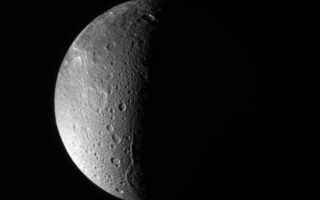 "<h1>PIA09886:  Dione: North Polar View</h1><div class=""PIA09886"" lang=""en"" style=""width:444px;text-align:left;margin:auto;background-color:#000;padding:10px;max-height:150px;overflow:auto;""><p>The Cassini spacecraft looks down, almost directly at the north pole of Dione. The feature just left of the terminator at bottom is Janiculum Dorsa, a long, roughly north-south trending ridge.</p><p>Lit terrain seen here is on the anti-Saturn and trailing sides of Dione (1,126 kilometers, or 700 miles across).The image was taken with the Cassini spacecraft narrow-angle camera on March 22, 2008 using a spectral filter sensitive to wavelengths of ultraviolet light centered at 338 nanometers. The view was acquired at a distance of approximately 650,000 kilometers (404,000 miles) from Dione and at a Sun-Dione-spacecraft, or phase, angle of 99 degrees. Image scale is 4 kilometers (2 miles) per pixel.</p><p>The Cassini-Huygens mission is a cooperative project of NASA, the European Space Agency and the Italian Space Agency. The Jet Propulsion Laboratory, a division of the California Institute of Technology in Pasadena, manages the mission for NASA's Science Mission Directorate, Washington, D.C. The Cassini orbiter and its two onboard cameras were designed, developed and assembled at JPL. The imaging operations center is based at the Space Science Institute in Boulder, Colo.</p><p>For more information about the Cassini-Huygens mission visit <a href=""http://saturn.jpl.nasa.gov"" class=""external free"" target=""wpext"">http://saturn.jpl.nasa.gov/</a>. The Cassini imaging team homepage is at <a href=""http://ciclops.org"" class=""external free"" target=""wpext"">http://ciclops.org</a>.<br /><br /><a href=""http://photojournal.jpl.nasa.gov/catalog/PIA09886"" onclick=""window.open(this.href); return false;"" title=""Voir l'image 	 PIA09886:  Dione: North Polar View	  sur le site de la NASA"">Voir l'image 	 PIA09886:  Dione: North Polar View	  sur le site de la NASA.</a></div>"