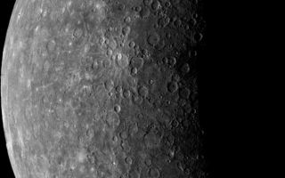 "<h1>PIA00437:  Planet Mercury</h1><div class=""PIA00437"" lang=""en"" style=""width:639px;text-align:left;margin:auto;background-color:#000;padding:10px;""><p>Mariner 10's first image of Mercury acquired on March 24, 1974. During its flight, Mariner 10's trajectory brought it behind the lighted hemisphere of Mercury, where this image was taken, in order to acquire important measurements with other instruments.<p>This picture was acquired from a distance of 3,340,000 miles (5,380,000 km) from the surface of Mercury. The diameter of Mercury (3,031 miles; 4,878 km) is about 1/3 that of Earth.<p>Images of Mercury were acquired in two steps, an inbound leg (images acquired before passing into Mercury's shadow) and an outbound leg (after exiting from Mercury's shadow). More than 2300 useful images of Mercury were taken, both moderate resolution (3-20 km/pixel) color and high resolution (better than 1 km/pixel) black and white coverage.<br /><br /><a href=""http://photojournal.jpl.nasa.gov/catalog/PIA00437"" onclick=""window.open(this.href); return false;"" title=""Voir l'image 	 PIA00437:  Planet Mercury	  sur le site de la NASA"">Voir l'image 	 PIA00437:  Planet Mercury	  sur le site de la NASA.</a></div>"