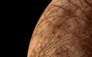 "<h1>PIA00459:  Europa During Voyager 2 Closest Approach</h1><div class=""PIA00459"" lang=""en"" style=""width:704px;text-align:left;margin:auto;background-color:#000;padding:10px;max-height:150px;overflow:auto;"">This color image of the Jovian moon Europa was acquired by Voyager 2 during its close encounter on Monday morning, July 9. Europa, the size of our moon, is thought to have a crust of ice perhaps 100 kilometers thick which overlies the silicate crust. The complex array of streaks indicate that the crust has been fractured and filled by materials from the interior. The lack of relief, any visible mountains or craters, on its bright limb is consistent with a thick ice crust. In contrast to its icy neighbors, Ganymede and Callisto, Europa has very few impact craters. One possible candidate is the small feature near the center of this image with radiating rays and a bright circular interior. The relative absence of features and low topography suggests the crust is young and warm a few kilometers below the surface. The tidal heating process suggested for Io also may be heating Europa's interior at a lower rate.<br /><br /><a href=""http://photojournal.jpl.nasa.gov/catalog/PIA00459"" onclick=""window.open(this.href); return false;"" title=""Voir l'image 	 PIA00459:  Europa During Voyager 2 Closest Approach	  sur le site de la NASA"">Voir l'image 	 PIA00459:  Europa During Voyager 2 Closest Approach	  sur le site de la NASA.</a></div>"