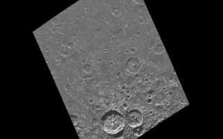 "<h1>PIA00876:  Craters near the south pole of Callisto</h1><div class=""PIA00876"" lang=""en"" style=""width:800px;text-align:left;margin:auto;background-color:#000;padding:10px;max-height:150px;overflow:auto;"">This image of the south polar region of the Jovian satellite Callisto was taken in twilight by the Galileo spacecraft on its eighth orbit around Jupiter. Craters ranging in size from 60 kilometers (36 miles) down to the limit of resolution are visible in this image. Scientists count the number of craters on a planetary surface to estimate its relative (and sometimes absolute) age. Note that many of the craters are not as sharp in appearance as the two large craters near the bottom of the image. This is an indication that some process has eroded the craters since their formation.<p>This image is centered at 82.5 south latitude and 62.6 west longitude, and covers an area approximately 370 kilometers (220 miles) by 280 kilometers (170 miles). North is toward the top of the image. This image was taken on May 6, 1997 by the Solid State Imaging system (CCD) on board NASA's Galileo spacecraft at a resolution of 676 meters (417 feet) per picture element.<p>The Jet Propulsion Laboratory, Pasadena, CA manages the mission for NASA's Office of Space Science, Washington, DC.<p>This image and other images and data received from Galileo are posted on the World Wide Web, on the Galileo mission home page at URL http://galileo.jpl.nasa.gov. Background information and educational context for the images can be found at <a href=""http://www2.jpl.nasa.gov/galileo/sepo/"" target=""_blank"">http://www.jpl.nasa.gov/galileo/sepo</a>..<br /><br /><a href=""http://photojournal.jpl.nasa.gov/catalog/PIA00876"" onclick=""window.open(this.href); return false;"" title=""Voir l'image 	 PIA00876:  Craters near the south pole of Callisto	  sur le site de la NASA"">Voir l'image 	 PIA00876:  Craters near the south pole of Callisto	  sur le site de la NASA.</a></div>"