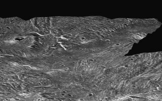 "<h1>PIA03218:  Ganymede Topography</h1><div class=""PIA03218"" lang=""en"" style=""width:800px;text-align:left;margin:auto;background-color:#000;padding:10px;max-height:150px;overflow:auto;""><p>This perspective view, simulating a low altitude flight over the surface of Ganymede, was made possible by topographic analysis of stereo images of the Sippar Sulcus region. Such a view was made possible when Galileo passed Ganymede in May 1997, providing a virtual second ""eye"" to Voyager's first view in 1979.</p><br /><br /><a href=""http://photojournal.jpl.nasa.gov/catalog/PIA03218"" onclick=""window.open(this.href); return false;"" title=""Voir l'image 	 PIA03218:  Ganymede Topography	  sur le site de la NASA"">Voir l'image 	 PIA03218:  Ganymede Topography	  sur le site de la NASA.</a></div>"