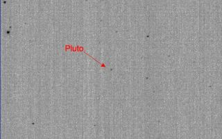 "<h1>PIA10234:  Pluto in Hi-Def</h1><div class=""PIA10234"" lang=""en"" style=""width:649px;text-align:left;margin:auto;background-color:#000;padding:10px;max-height:150px;overflow:auto;""><p>This image demonstrates the first detection of Pluto using the high-resolution mode on the New Horizons Long-Range Reconnaissance Imager (LORRI). The mode provides a clear separation between Pluto and numerous nearby background stars. When the image was taken on October 6, 2007, Pluto was located in the constellation Serpens, in a region of the sky dense with background stars.</p><p>Typically, LORRI's exposure time in hi-res mode is limited to approximately 0.1 seconds, but by using a special pointing mode that allowed an increase in the exposure time to 0.967 seconds, scientists were able to spot Pluto, which is approximately 15,000 times fainter than human eyes can detect.</p><p>New Horizons was still too far from Pluto (3.6 billion kilometers, or 2.2 billion miles) for LORRI to resolve any details on Pluto's surface—that won't happen until summer 2014, approximately one year before closest approach. For now the entire Pluto system remains a bright dot to the spacecraft's telescopic camera, though LORRI is expected to start resolving Charon from Pluto—seeing them as separate objects—in summer 2010.</p><p><b>Photojournal Note:</b> There is debate within the science community as to whether Pluto should be classified as a Planet or a dwarf planet.<br /><br /><a href=""http://photojournal.jpl.nasa.gov/catalog/PIA10234"" onclick=""window.open(this.href); return false;"" title=""Voir l'image 	 PIA10234:  Pluto in Hi-Def	  sur le site de la NASA"">Voir l'image 	 PIA10234:  Pluto in Hi-Def	  sur le site de la NASA.</a></div>"